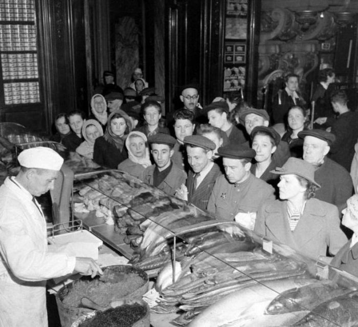Vintage Photos Show The Markets Of The Soviet Union (26 pics)