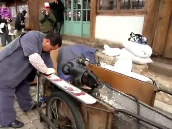 South Korean Vender Uses An Insane Popcorn Cannon