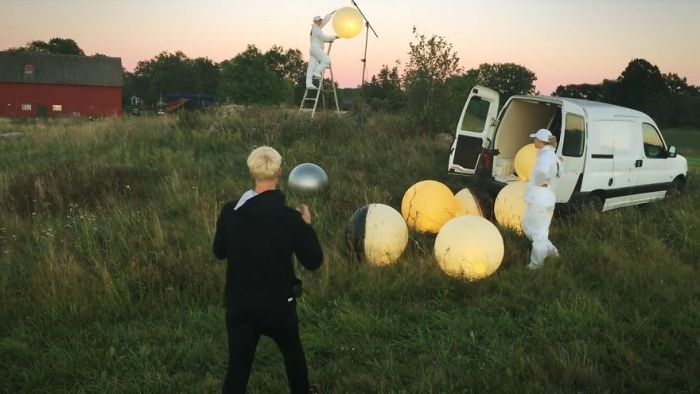 Photographer Offers Full Moon Service (6 pics + video)