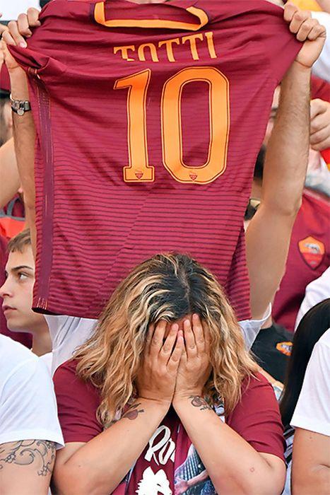 Francesco Totti Says Goodbye To The Fans (23 pics)