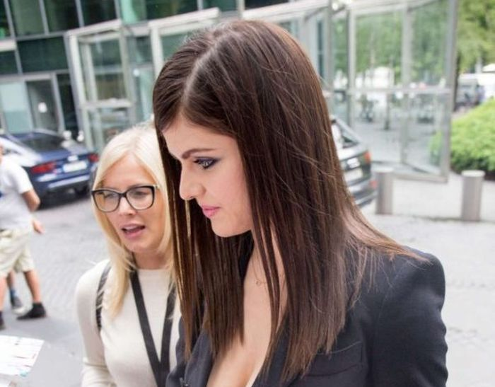 Alexandra Daddario Goes Braless For The Baywatch Premiere (9 pics)