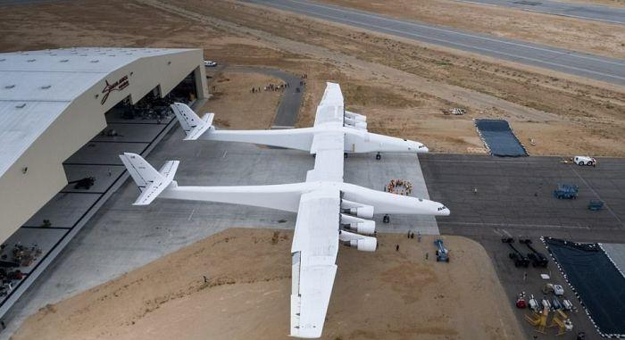 The Biggest Plane Ever Created (10 pics)