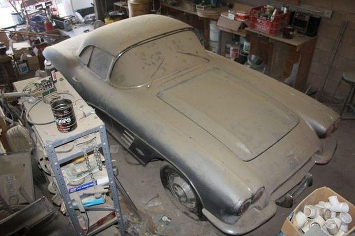 Rare Corvette Discovered In Nevada Garage (10 pics)