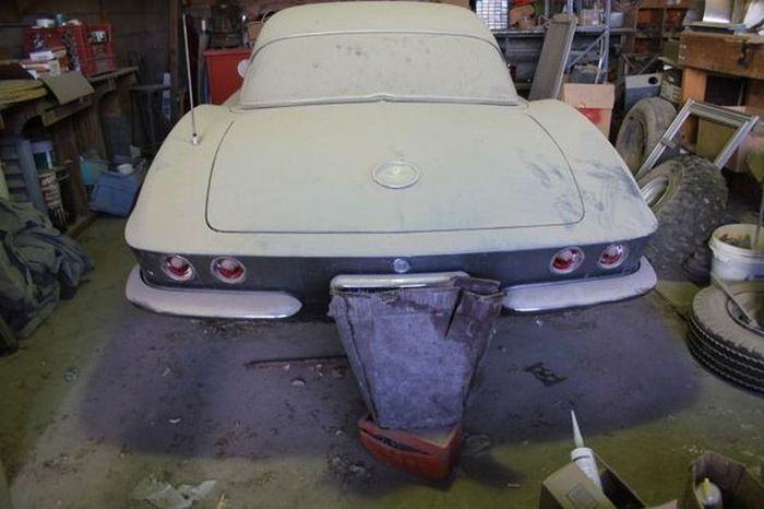 Rare Corvette Discovered In Nevada Garage (10 pics)