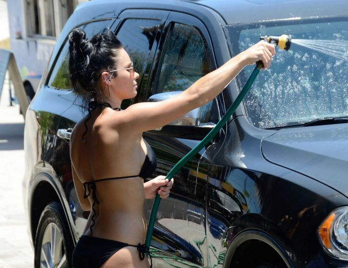 There's No Car Wash Like A Bikini Car Wash (20 pics)