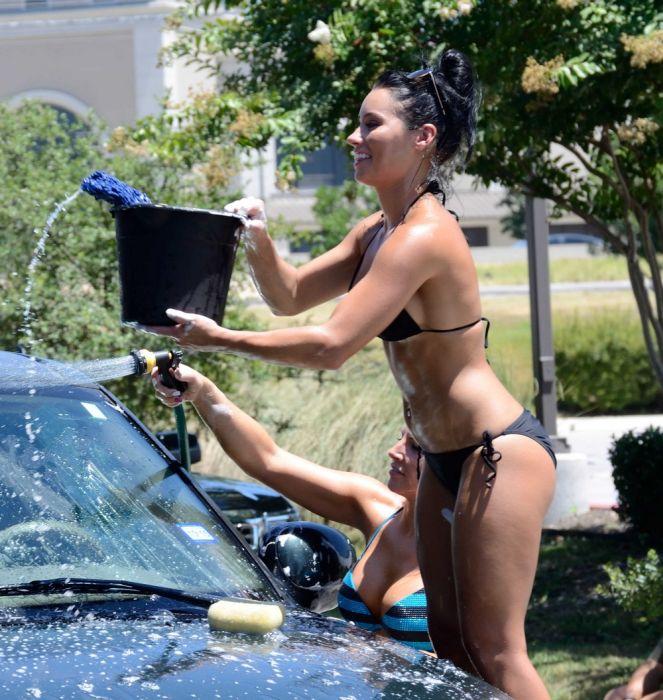 There's No Car Wash Like A Bikini Car Wash (20 pics)