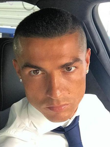 Cristiano Ronaldo Cut Off All His Hair (2 pics)