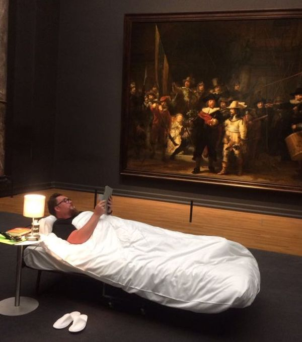 Man Gets To Sleep In Front Of Rembrandt In Amsterdam (4 pics)