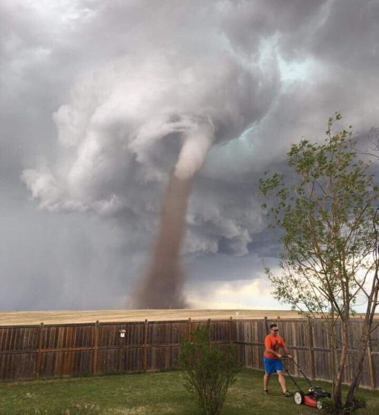 Canadian Man Shows No Fear By Mowing Lawn During A Tornado (2 pics)