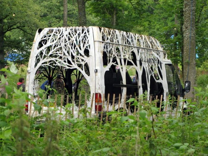 Artist Creates Stunning Sculpture Out Of A Van (8 pics)