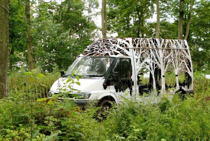 Artist Creates Stunning Sculpture Out Of A Van (8 pics)