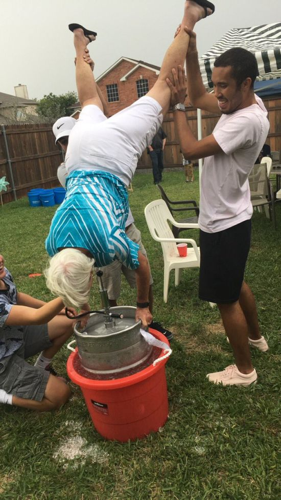 This Grandma Still Knows How To Party (2 pics)