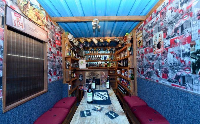 This Neighborhood Bar Is Small But Cozy (5 pics)
