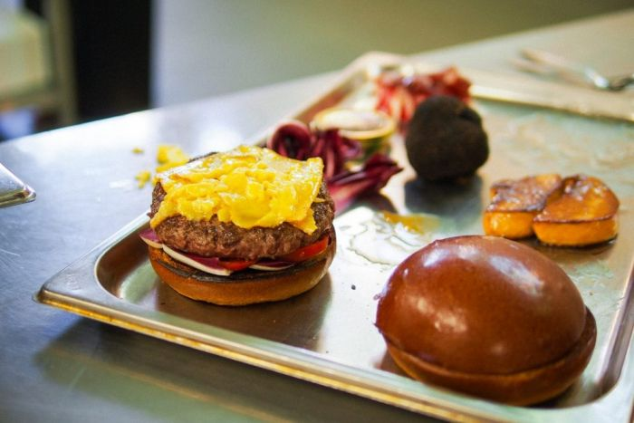Feast Your Eyes On The World's Most Expensive Hamburger (14 pics)