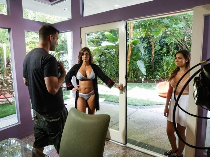 What Life Is Like On The Set Of A Porn Movie 40 Pics-9369