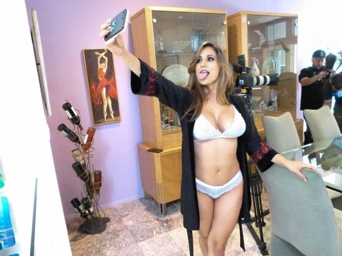 What Life Is Like On The Set Of A Porn Movie (40 pics)