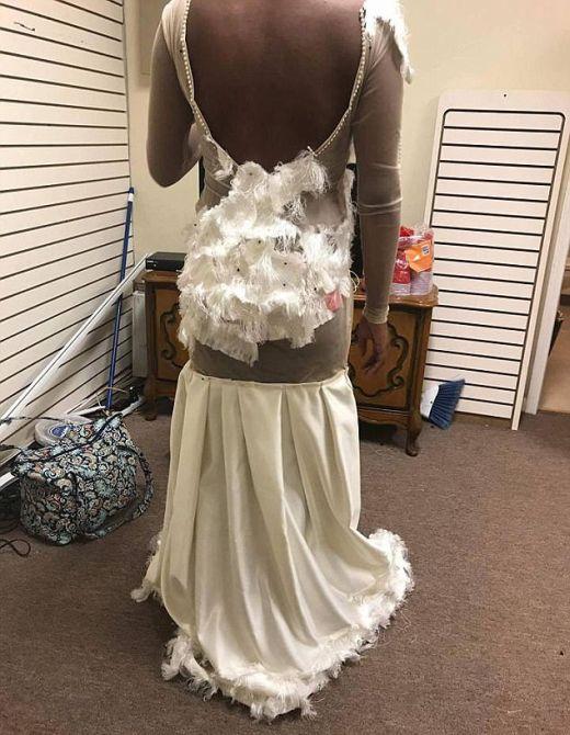 Furious Mom Slams Creators Of Prom Dress (3 pics)