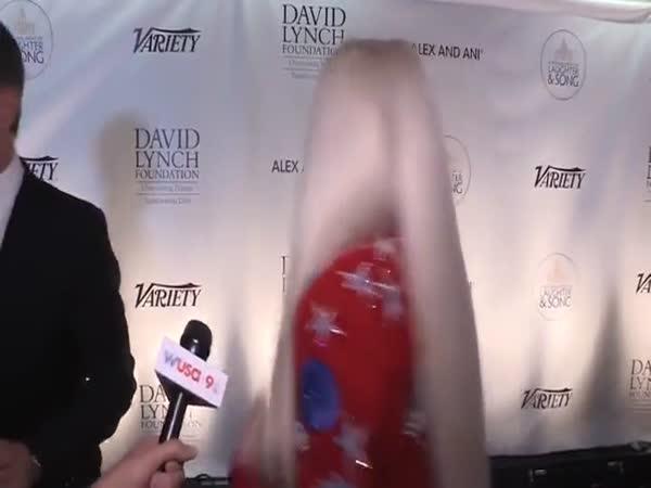 Jerry Seinfeld Rejects Kesha's Hugs