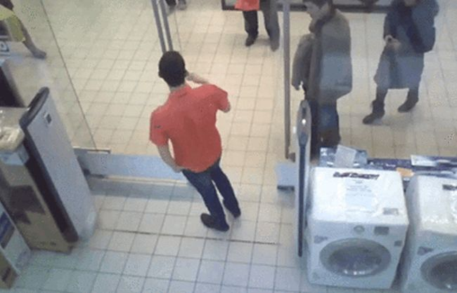 Glass Doors Spell Inevitable Doom For Some People (17 gifs)