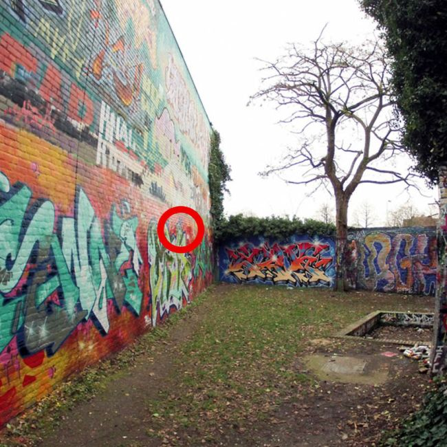 Someone Found Something Incredible Under 30 Years Of Graffiti (7 pics)