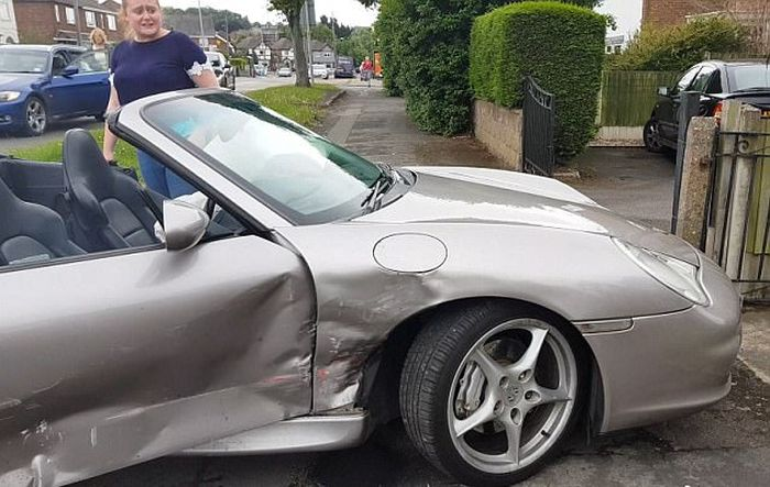 Driver Loses His Limited Edition Porsche In Brutal Crash (5 pics)