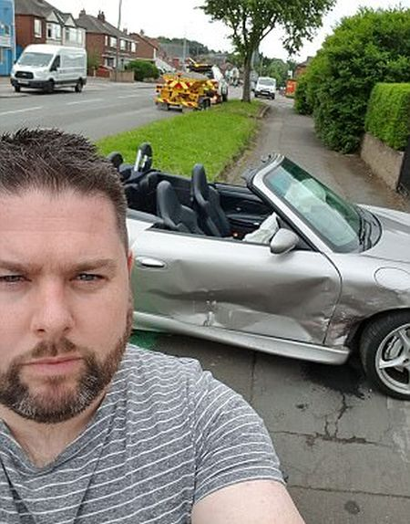 Driver Loses His Limited Edition Porsche In Brutal Crash (5 pics)