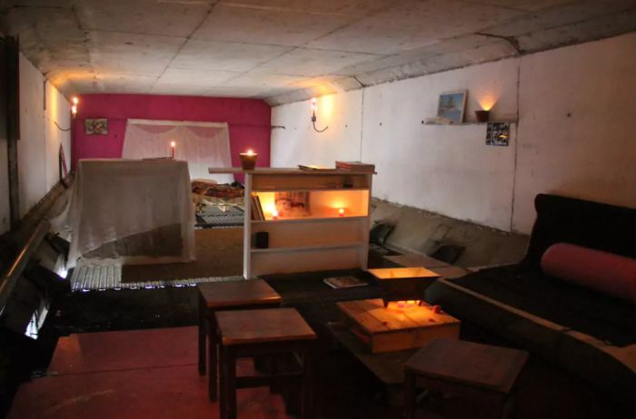 Student Discovers Apartment Under A Bridge In France (5 pics)