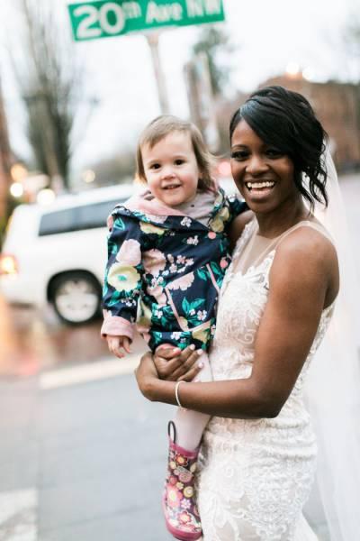Bride Makes Little Girl's Greatest Dream Come True (7 pics)