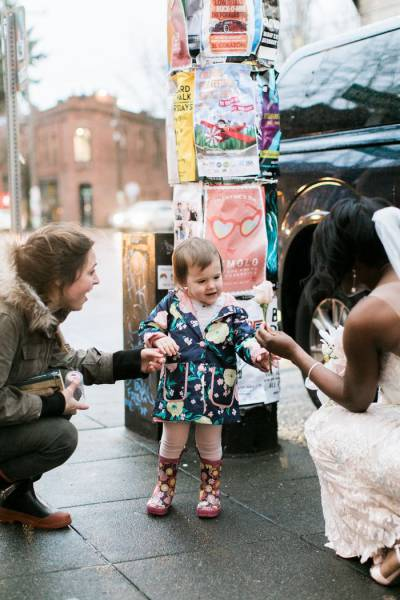 Bride Makes Little Girl's Greatest Dream Come True (7 pics)