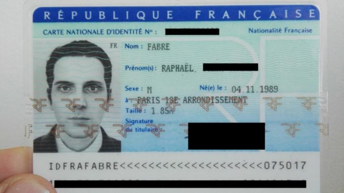 Artist Uses Computer Model Of His Face To Get French National ID (3 pics)