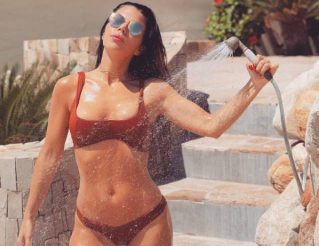 Girls Look Even Hotter When They're Wet (41 pics)