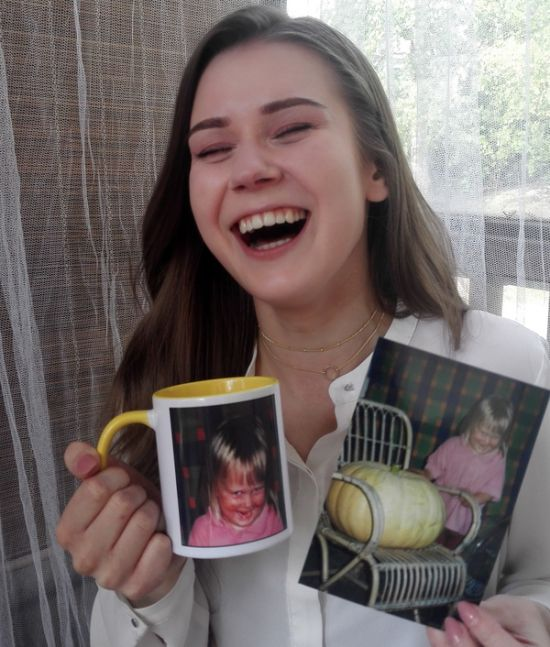 Sibling Gets Perfect Gift For Their Sister (3 pics)