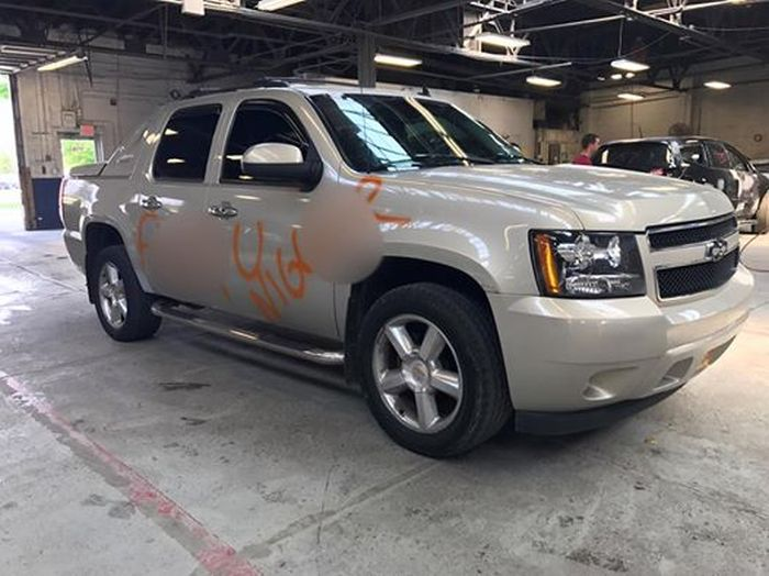 Auto Shop Helps Man After His Truck Is Defaced With Racial Slurs (4 pics)