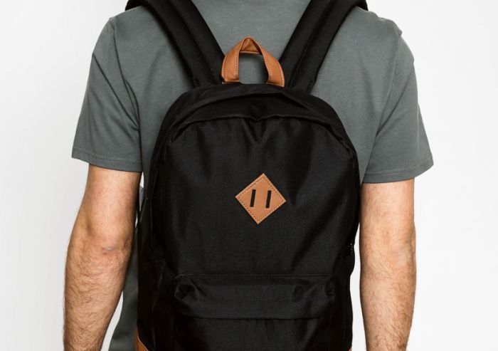 The Secret Behind The Backpack Square Is Revealed (2 pics)