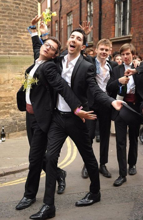 Cambridge University Really Knows How To Party (22 pics)