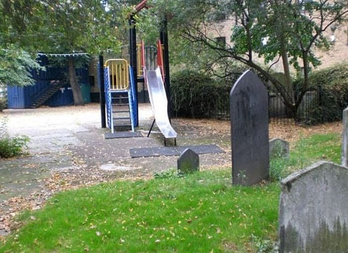 Playgrounds That Honestly Suck (17 pics)