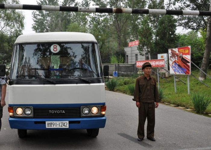 Pictures That Give A Glimpse Of Daily Life In North Korea (59 pics)