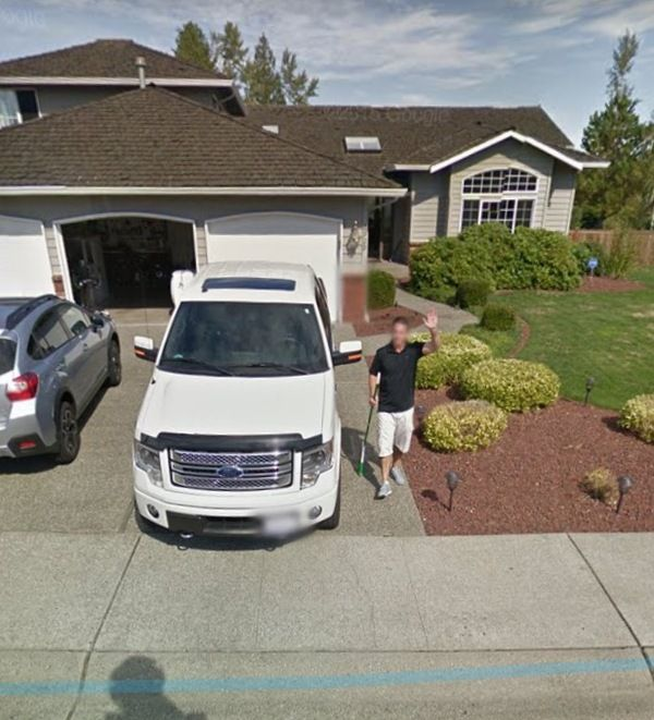 Man Pursues Google Street View Car On A Broom (4 pics)