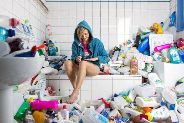 Photos That Show 4 Years Of Not Throwing Away Your Trash (8 pics)
