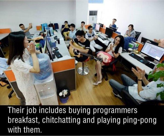 Chinese Companies Are Hiring Sexy Programming Cheerleaders (5 pics)