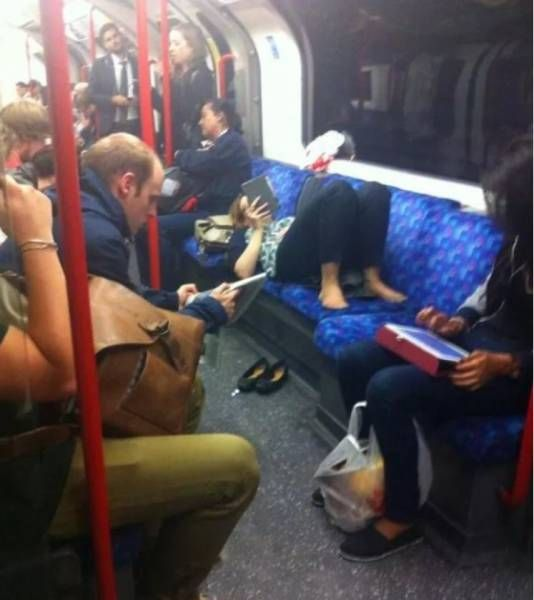 Women Who Make You Wish To Never Take Public Transport Again (5 pics)