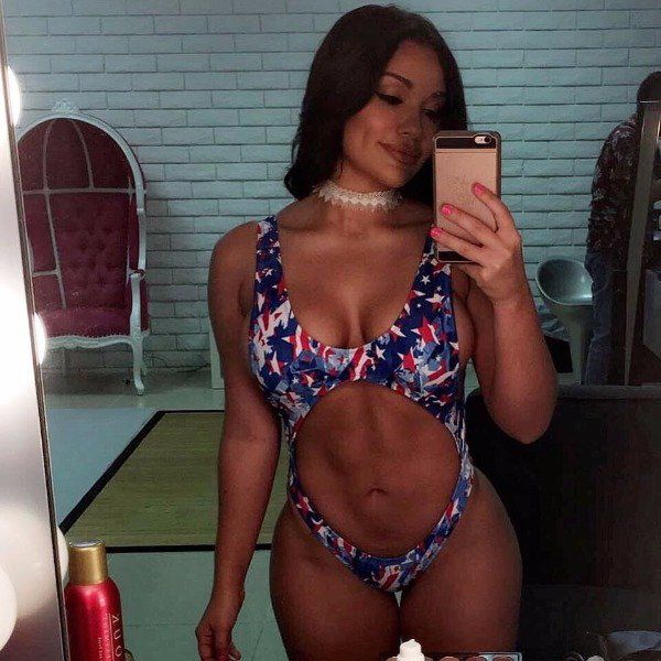 Sexy Selfies Are Irresistible (23 pics)