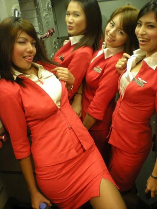 Stewardesses Know How To Have A Good Time (21 pics)