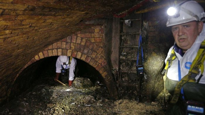London Authorities Battle With Fatberg (4 pics)
