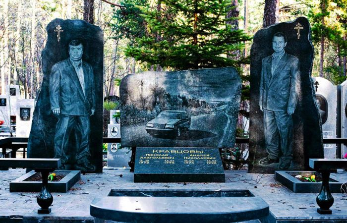 Russian Mafia Members With Over The Top Graves (17 pics)