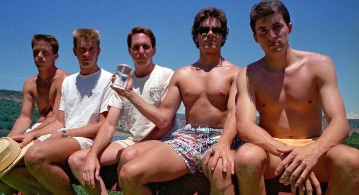 High School Friends Recreate The Same Photo Every Five Years (8 pics)