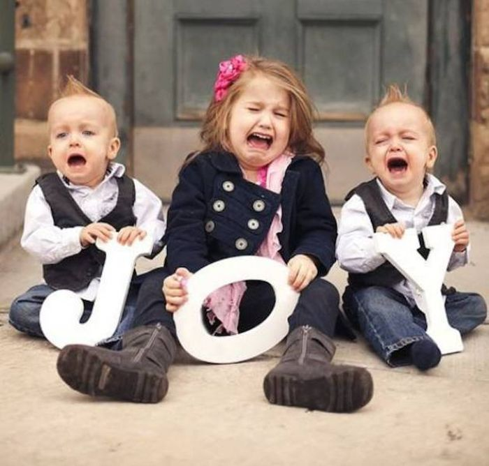 Kids Who Clearly Don't Care About Your Stupid Family Photos (23 pics)