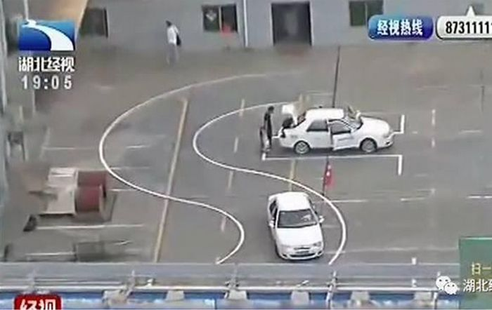 Rooftop Driving School In China Closes After Photos Surface Online (3 pics)