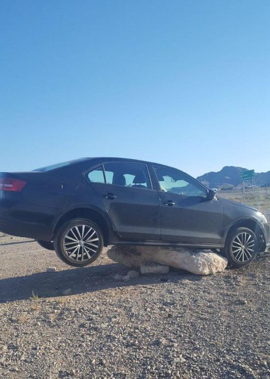 Man Gets Stuck In The Middle Of The Desert (3 pics)