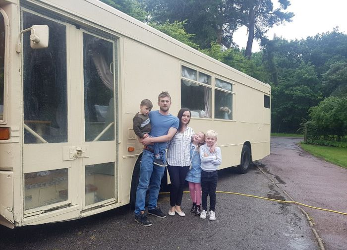 Couple Turns Bus Into Luxury Camper (13 pics)